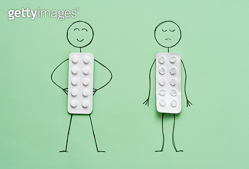Happy/sad stick figure with full/empty blister pack - gettyimageskorea