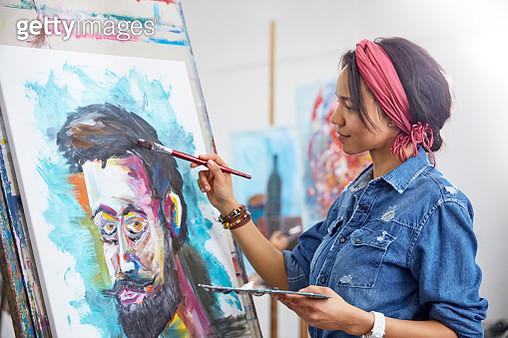 Female artist painting in art studio - gettyimageskorea