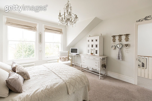 White, luxury home showcase interior bedroom with chandelier - gettyimageskorea