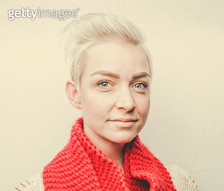 ash_red scarf - gettyimageskorea