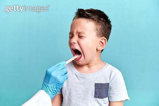 Pediatric doctor examining little patient - gettyimageskorea