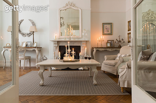 Candlelit luxury home showcase interior living room with fireplace - gettyimageskorea
