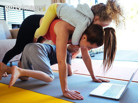 At home workout with kids - gettyimageskorea