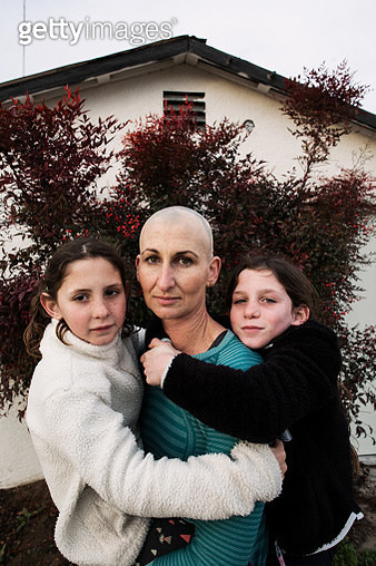 a portrait of a mother with her twin daughters - gettyimageskorea