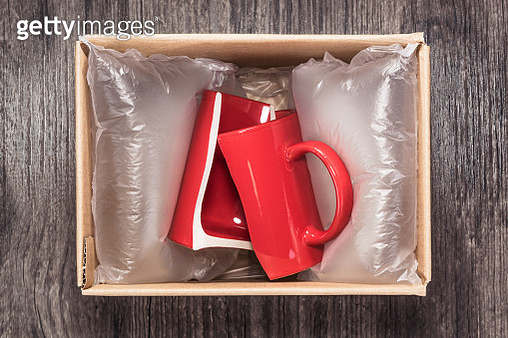 Damaged Red Mug Cup in Parcel. - gettyimageskorea