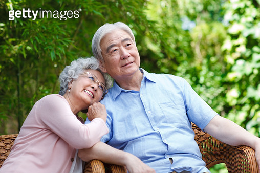 Close the elderly couple sitting in the yard - gettyimageskorea