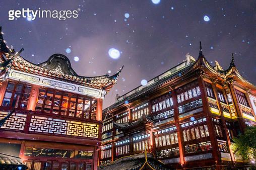 Yu Yuan Garden snow - gettyimageskorea