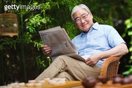 Recreational old man reading a newspaper - gettyimageskorea