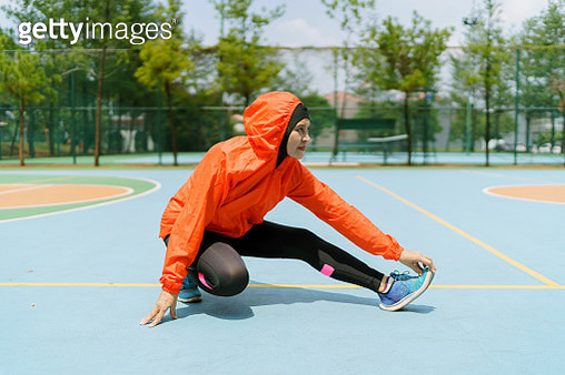 runner, independent woman, muslim, proud, focused, fun-loving, challenging - gettyimageskorea