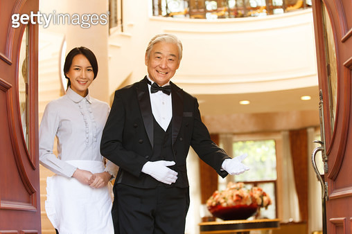 Maids and butlers stood at the door - gettyimageskorea