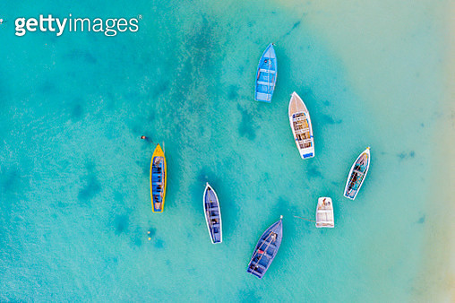 Boats in the crystal sea from above, Indian Ocean, Mauritius - gettyimageskorea