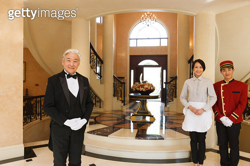 The housekeeper and the waiter in the living room - gettyimageskorea