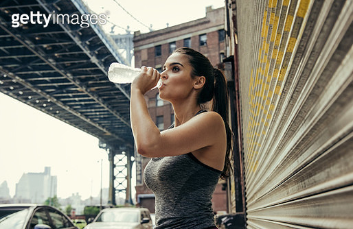Young female runner drinking water, New York, USA - gettyimageskorea