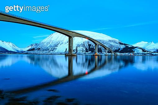 Gimsøystraumen Bridge in the Sydalspollen Fjord during sunset in the Lofoten in winter - gettyimageskorea