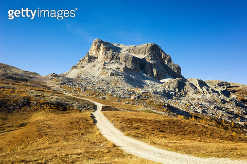 Spectacular mountain road in Dolomite Alps, Italy - gettyimageskorea