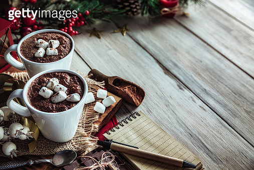 Christmas table setup with homemade chocolate mug with marshmallows with copy space on white rustic table - gettyimageskorea