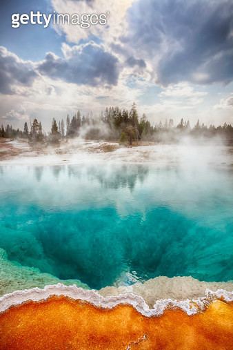 USA, Wyoming, Yellowstone National Park, West Thumb Geyser Basin - gettyimageskorea