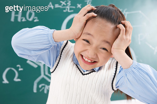 Elementary school students hands covering her ears - gettyimageskorea