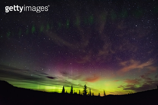 Northern lights, auroral arc, Nickel Plate Provincial Park, Penticon, British Columbia, Canada - gettyimageskorea
