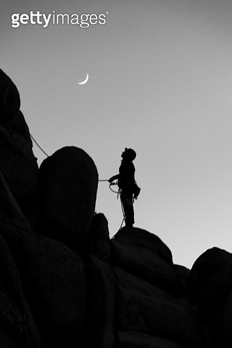 Joshua Tree Moon Rise - gettyimageskorea