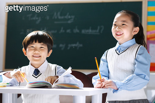 Elementary school students in the classroom - gettyimageskorea