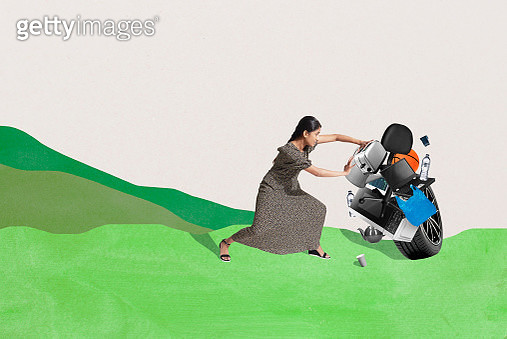 woman clearing out household items - gettyimageskorea