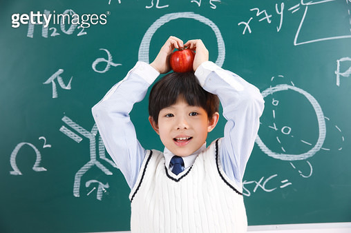 The pupils took the apple - gettyimageskorea