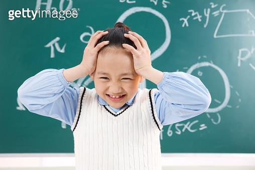Elementary school students hands covering her ears - gettyimageskorea