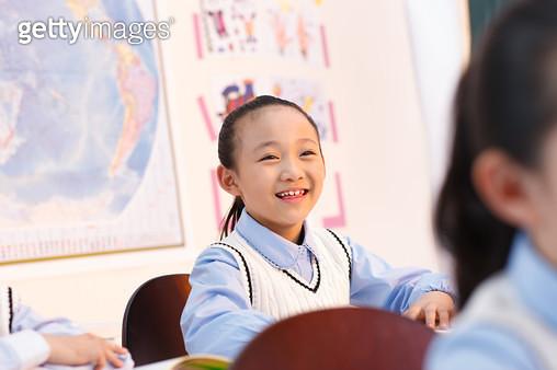 Elementary school students in the classroom in class - gettyimageskorea