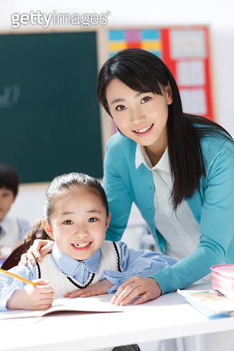 The teacher guiding students learning in the classroom - gettyimageskorea