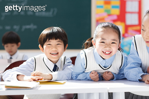Elementary school students in the classroom in class - gettyimageskorea