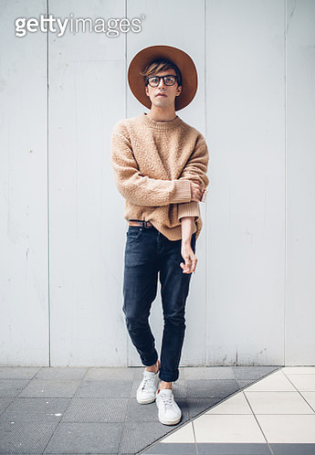 Full Length Portrait Of Young Man Wearing Hat While Standing Against Wall - gettyimageskorea
