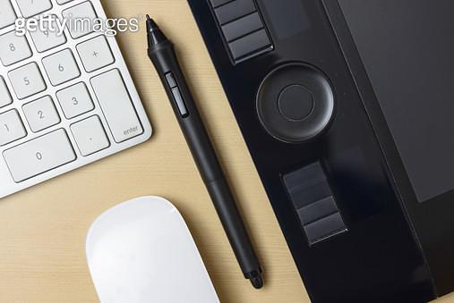 태블릿과 키보드 - gettyimageskorea