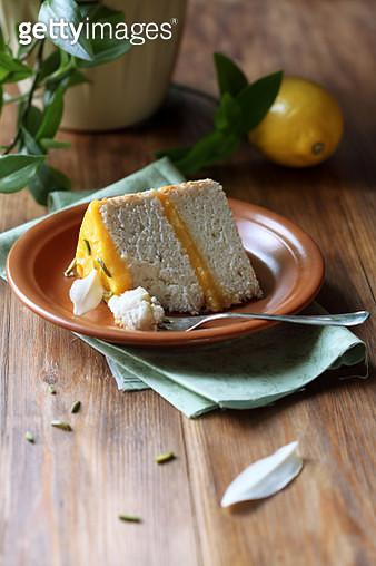 Angel Food Cake with Lemon Curd - gettyimageskorea