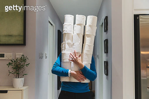 Panic buying and stockpiling toilet rolls... - gettyimageskorea