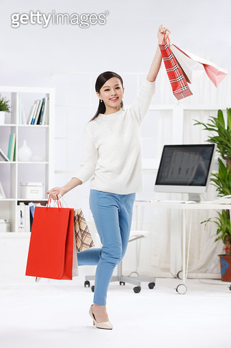 A young woman with a shopping bag - gettyimageskorea