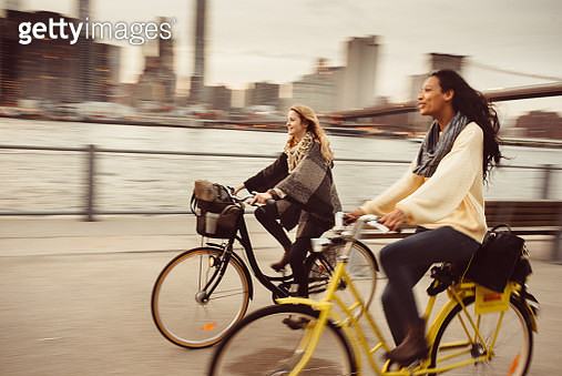 Sharing a Bicycle ride my friend in NYC - gettyimageskorea