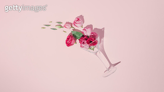 Fun party arrangement with cocktail glass,Green leaves and pink roses - gettyimageskorea