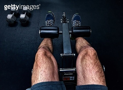 Low Section Of Man Lifting Weights At Gym - gettyimageskorea
