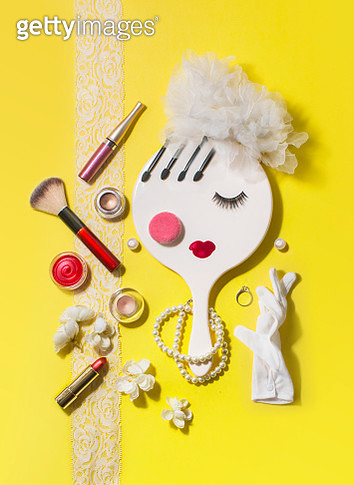 Flat lay conceptual wedding beauty product merchandise objects still life. Group of beauty product forming a bride's face. - gettyimageskorea