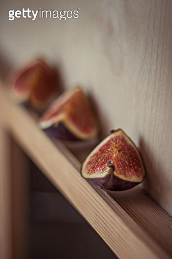 Close-Up Of Fig Slices On Shelf - gettyimageskorea