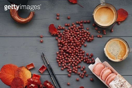 Directly Above Shot Of Raw Coffee Beans With Macaroons On Table - gettyimageskorea