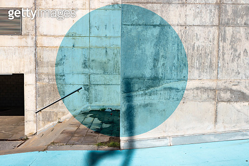 Color circle geometry painted in minimal urban architecture. - gettyimageskorea