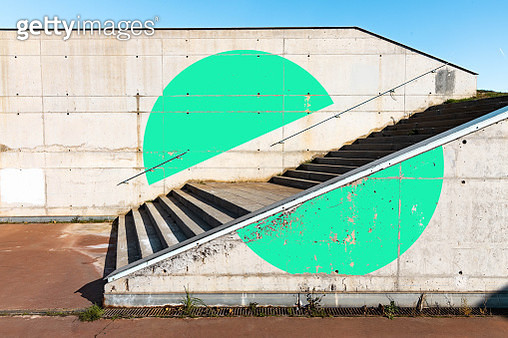 Green circle geometry painted in minimal urban architecture. - gettyimageskorea
