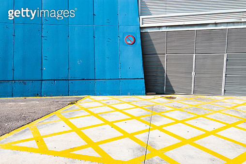 Colorful walls painted in minimal urban architecture. - gettyimageskorea