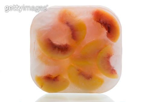 Frozen peaches - gettyimageskorea