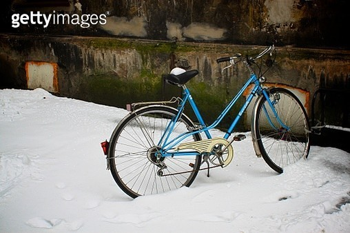 Bicycle in the snow - gettyimageskorea