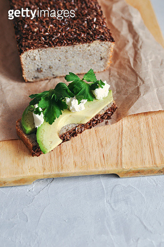 Healthy and proper Breakfast. Sandwich with avocado and homemade bread on sourdough of green buckwheat with flax seeds, sunflower. Raw and vegan food. - gettyimageskorea