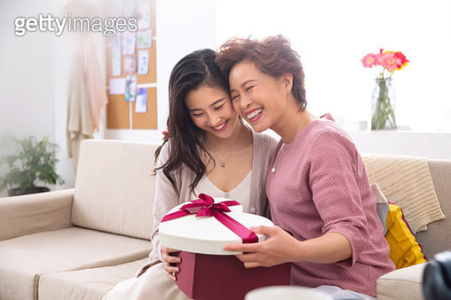 Daughter gift for my mother - gettyimageskorea