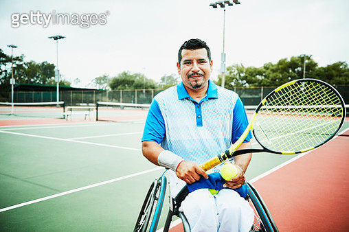 Portrait of adaptive athlete preparing to play wheelchair tennis - gettyimageskorea